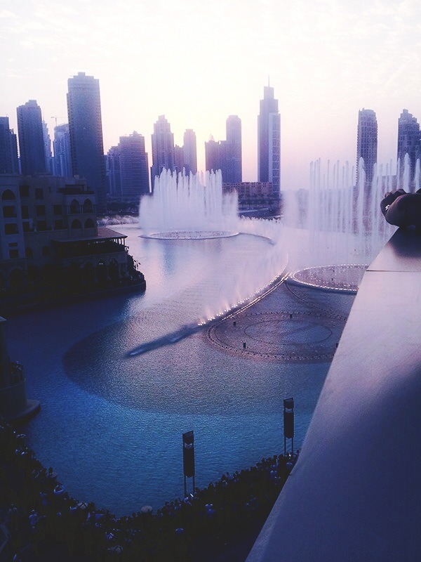 mariadelwest:  messymsy:  - Dubai fountain, Dubai Mall.  Beautiful😍