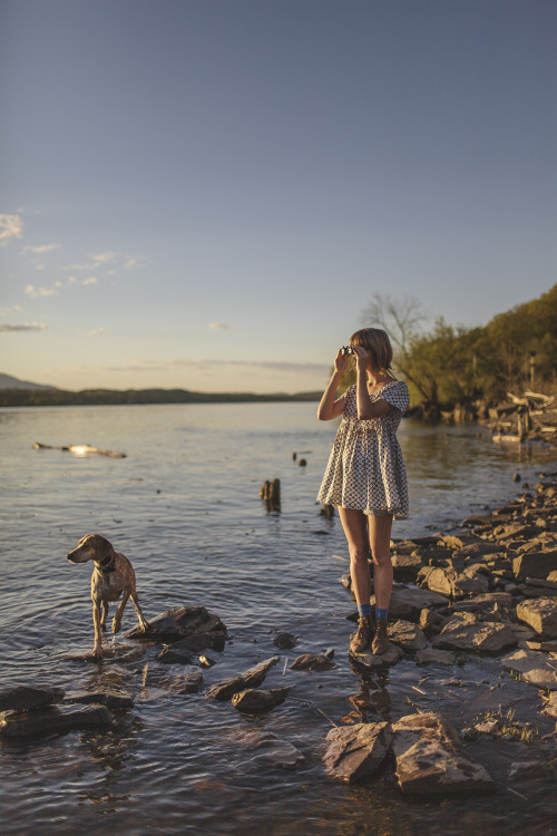 amandajas:  With my favorite coonhound, photo by my favorite half-norwegian Helena. Tivoli, NY / May 2013