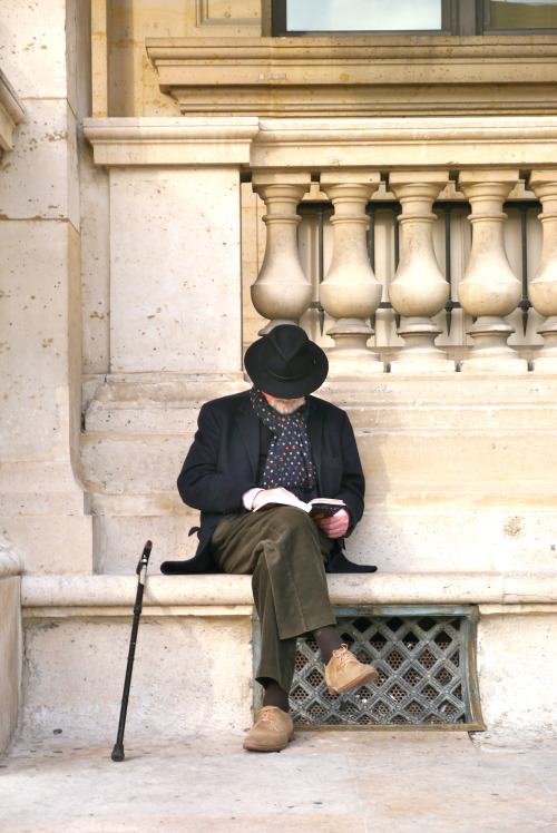 neoretrostreetstyle:  Mysterious Men, Paris!!!
