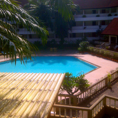#swimming #pool (Photo taken and uploaded via MOLOME )
