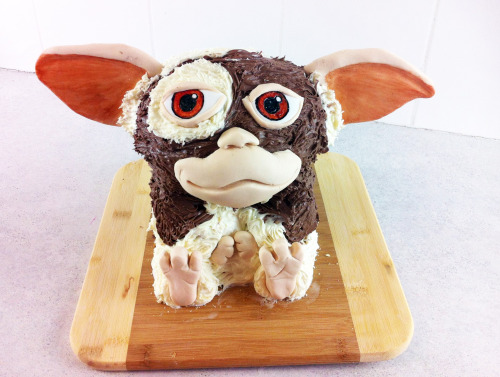cakesbychoppa:  GIZMO - Don't eat this guy after midnight :) Sometimes it will be late at night and I get an idea I can't resist doing.. this cake was one of them! Its almost like creative tension in my brian, where I can't sleep or think of anything else until I make it.