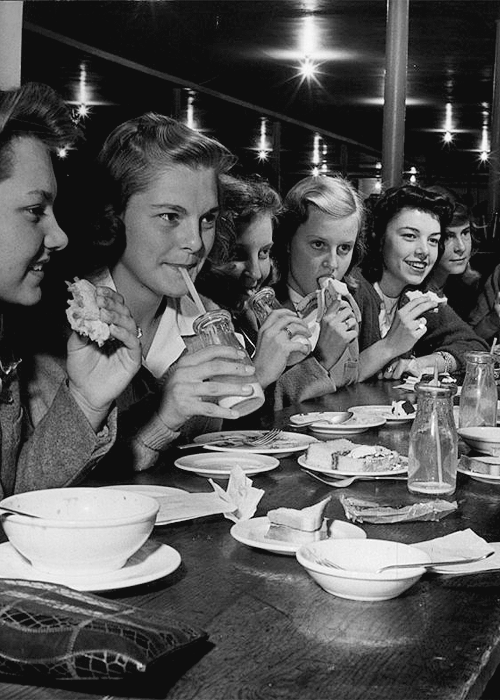 bellecs:  Midwestern teenage girls, 1944.