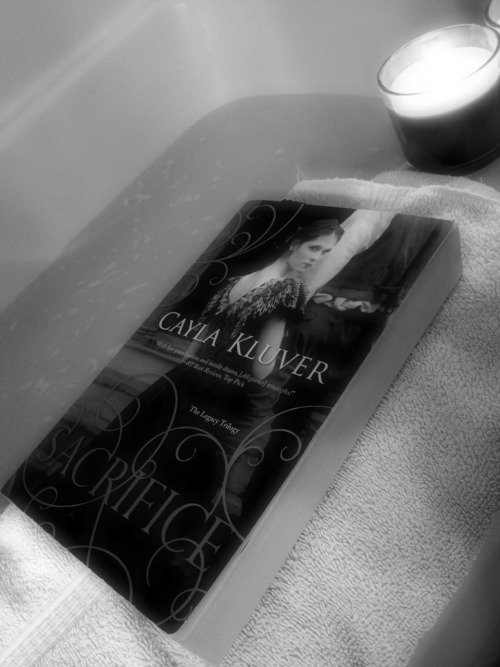 youknowsheknows:  A book and a bath <3