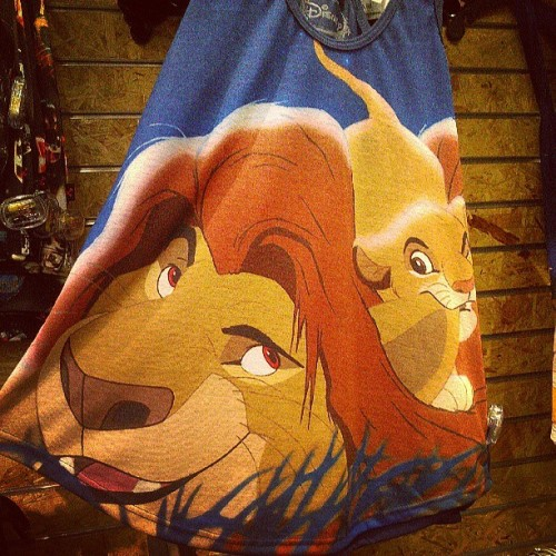 little-miss-disney:  iamdugsmaster:  And Hot Topic does it again with another cute Disney tank! #hottopic #lionking #disney  I physically need this shirt