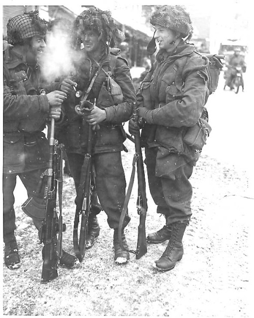 British paras pausing for a smoke.
