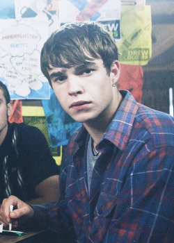 i was literally re-watching my mad fat diary today because i listened to the playlist and remembered how much i love it and finn