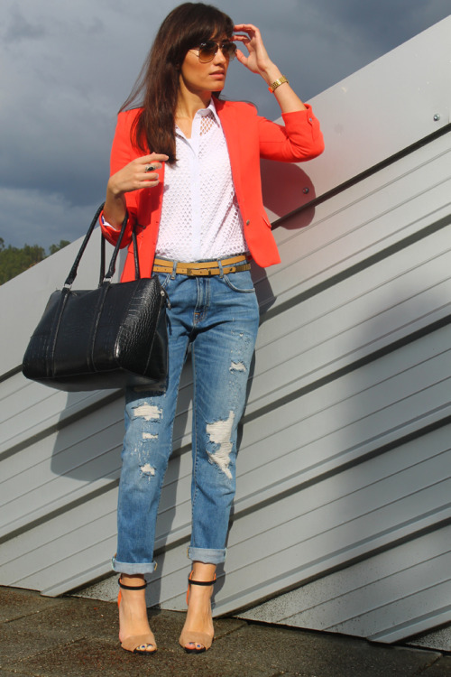 2hellobeautiful:  This week's Look of the Week goes to Um Blog Fashion. We love her boyfriend jeans and chic blazer!