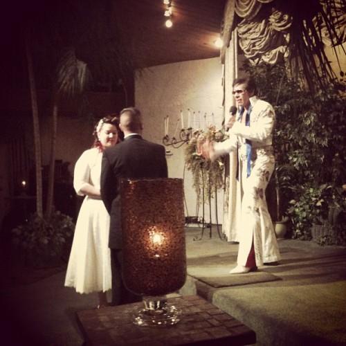 A very Elvis Wedding. Congrats to my lovely cousin Araceli and her groom Hector :) (at Viva Las Vegas Wedding Chapels Inc)