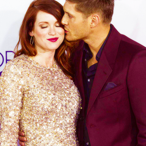 mymindpalace:  Jensen and Danneel share a cute moment on the red carpet of the People's Choice Awards