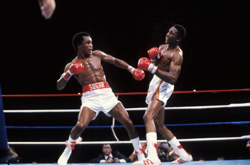siphotos:   Sugar Ray Leonard gets ready to throw a right hand at Thomas Hearns during their 1981 fight at Caesars Palace. (Manny Millan/SI) GALLERY: Top 10 Greatest Fights of All Time