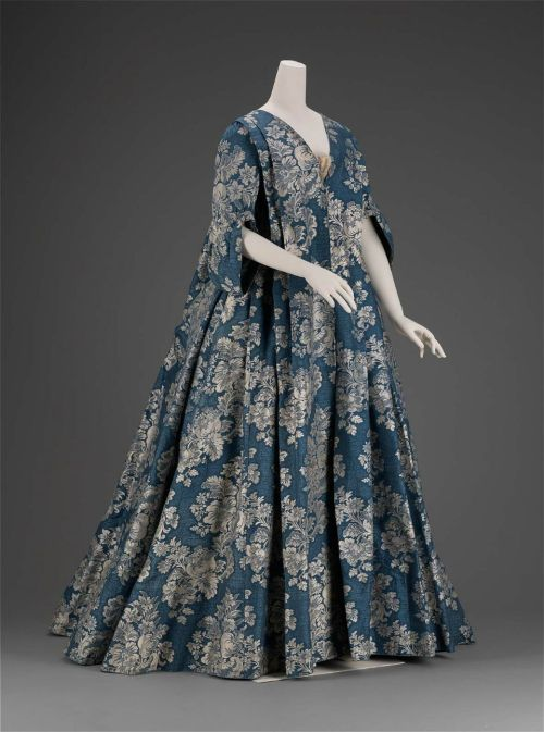 whenasinsilks:  Sack gown and petticoat, silk lampas, c. 1730, French,