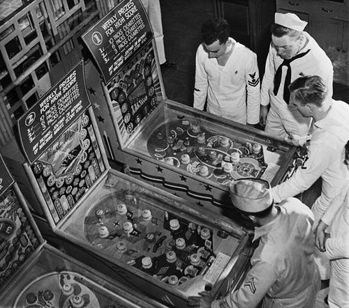 """ Pinball Sailors ""   …..   Hawaii [1942]"