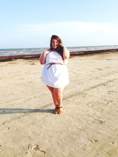 nataliemeansnice:  please have these very similar but slightly different buncha pictures of me at the beach being a babe in this oversized asoscurve white tee that i wear as a dress. :)