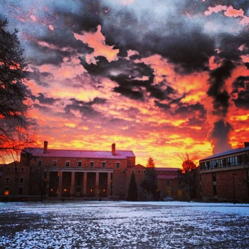 sussiedubz:  #Sunrise over Norlin today. #boulder #gobuffs