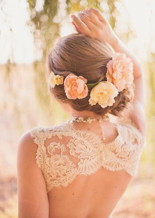 enchanting-weddings:  my Icon. hihi  Photographer:  alixann loosle photographyFlowers:Amanda Schelin of Branches Floral (branchesfloral@gmail.com)Bride's dress: Monique Lhuillier at Alta Moda Hair and makeup: Stephanie Brinkerhoff (brinker88@gmail.com)