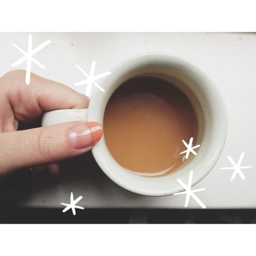 Freshly painted coral manicure and tea what more could a girl want hehe 💌