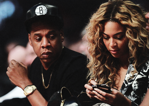 aintnojigga:  Jay-Z and Beyonce at the NBA All Star game.