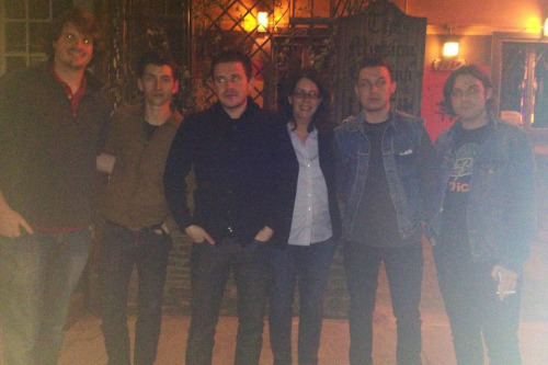 mymissus:  Guys! The other day Erin saw Arctic Monkeys having dinner together at a bar in LA like the happy family they still are and always will be! I asked her if they looked like a greaser gang from 1950's suburbia and she confirmed then sent visual proof. LA. SOMETIMES IT'S GOOD FOR THINGS.