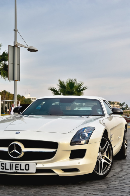 themanliness:   Mercedes SLS | Source | More