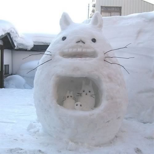 Adorable snow-totoro!