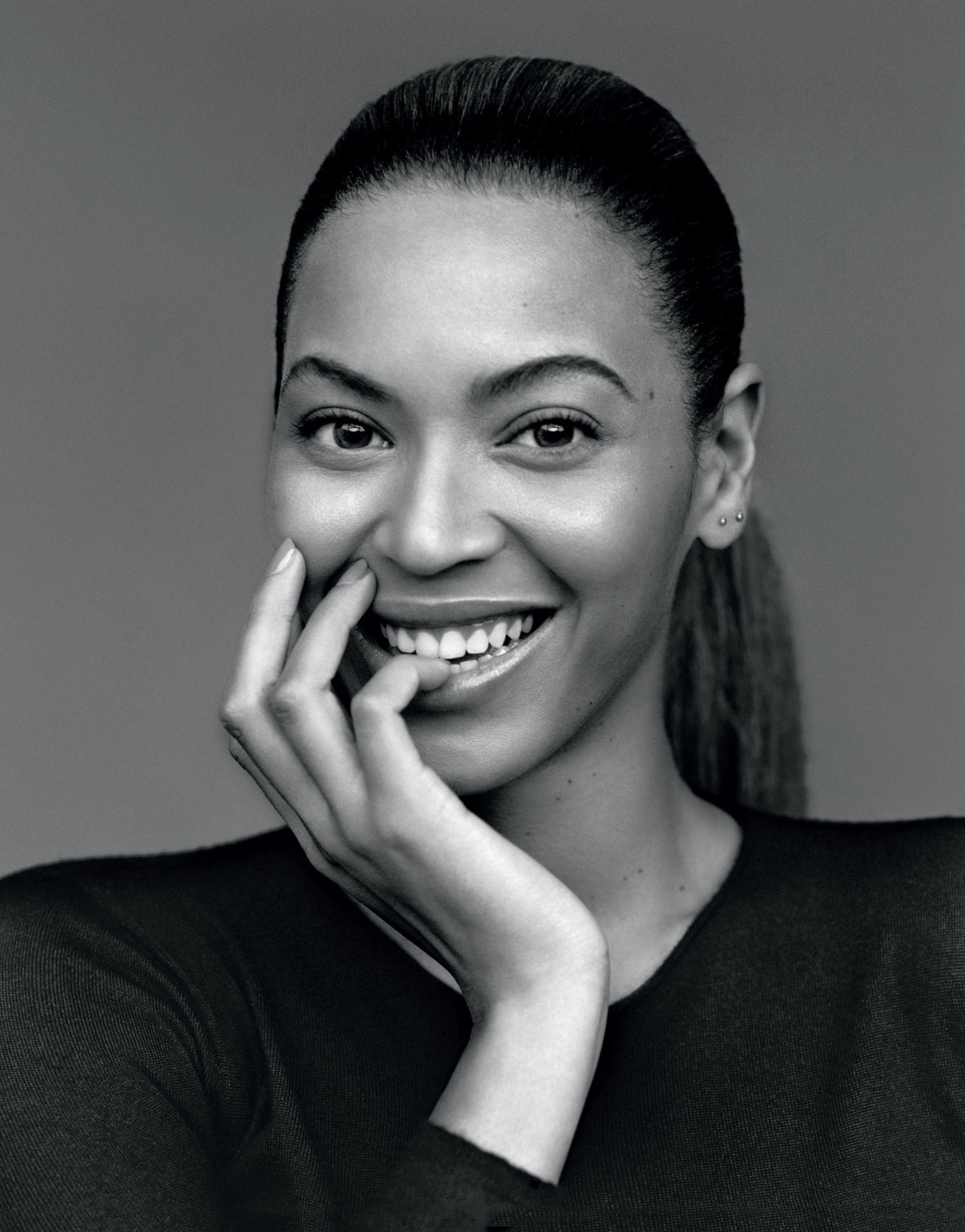 New Music: Beyonce - Grown Woman. Finally the full CDQ version has arrived Lady Bey Present  her latest track which she debuted on her overseas part of her tour. A very infectious you can't deny,makes you wanna dance instantly.  produced by Timbaland. Expect this to be on her upcoming album dropping later this year. (click here to listen)