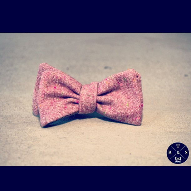 Tweed Bow Tie in Claret colorway. 3 Colors Discounted to $28 at www.store.BowTiesAndSneakers.com . Limited Numbers! Get yours now! #menswear #mensfashion #igfashion #menstyle #mensclothing #bowtie #bowties #wiwt #whatiworetoday #outfitoftheday #gq #fashion #blackfashion #styleambassadors #ootd #batonrouge #neworleans #lsu #su #xula #nola #tag4likes #ootnmagazine #bowtiesandsneakers