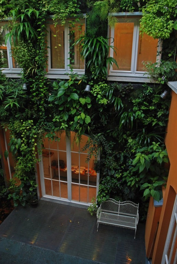 homedesigning:  (via Vertical Gardens)