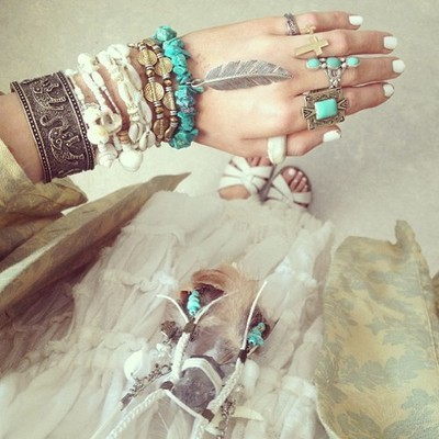 s-o-u-n-d-s-of-silence:  that elephant bracelet :o   Loveeeeee
