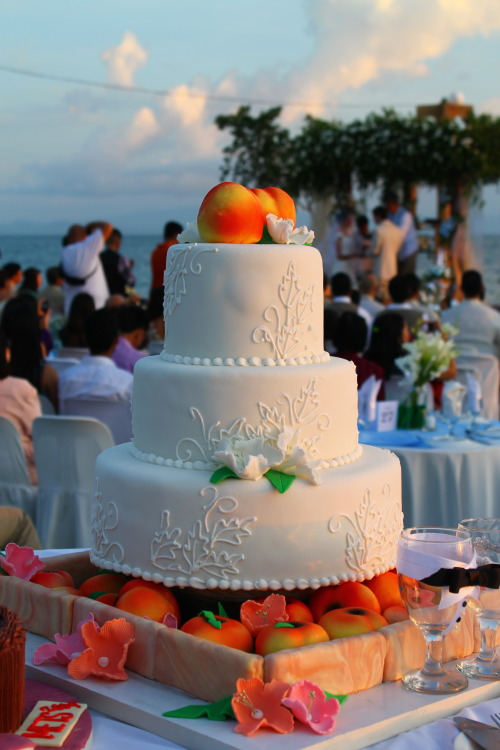 fashionablyswit:  Weddings, just peachy by Cappriccio Art Cakes