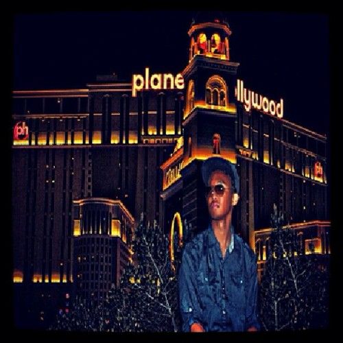 I wear my sunglasses at night.. #art #photo #photography #planethollywood #vegas #fun #popular #igfamous #shoutout to @_kingart
