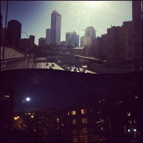 A beautiful day turns into a beautiful night in Seattle 🌇🌆 #seattle #city #washington #capitolhill #beautiful