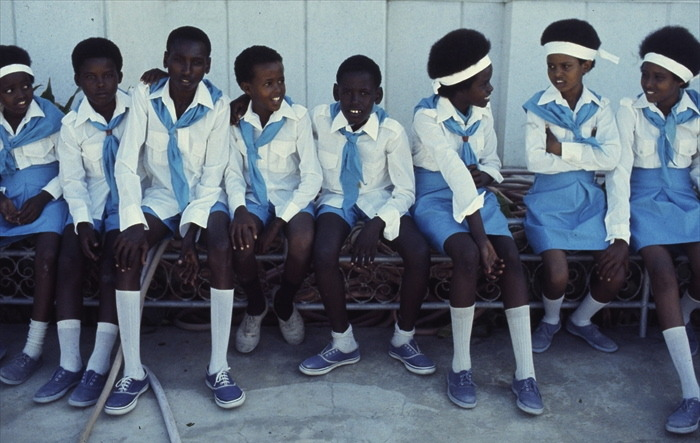 iluvsouthernafrica:  Sunday Shout-out: Somalia (1978) Somali school children  Photo by Mihály Moldvay