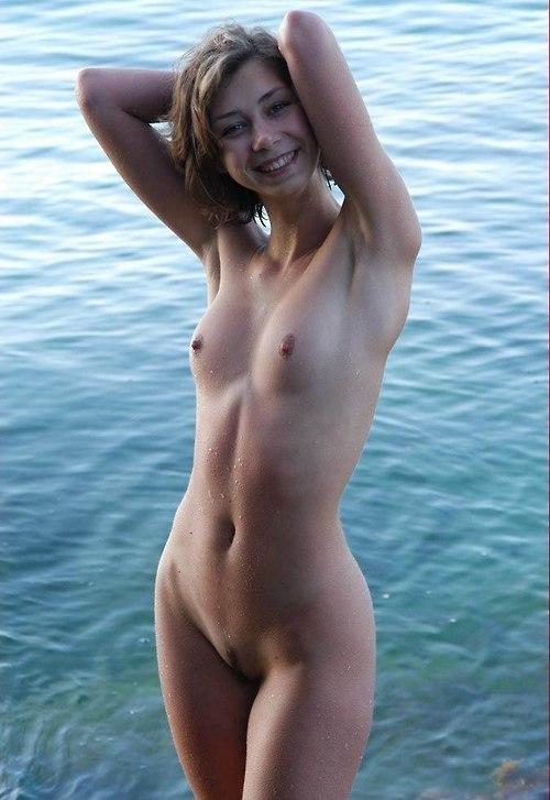 Нудистки голые молодые фото