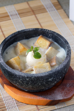 Honey Bread in a Hot Pot.  Diced honey bread served with milk (or cream? whatever it is, it was delicious) in a hot stone bowl. Oh, and topped with vanilla ice cream. I always love a hot and cold dessert combination. Photo for En Dining.