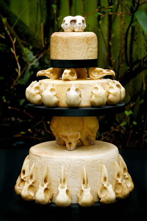godbait:  nekrohoney:  thegreenwolf:  Creepy wedding cake is adorned with realistic chocolate animal skulls Sooo….anybody wanna get married? I promise we can get it annulled soon as I get a slice of cake ;)  omg i want this  the amount of perfection in this is like a really stupid amount and I want to cry because I'll probably never have a wedding cake.