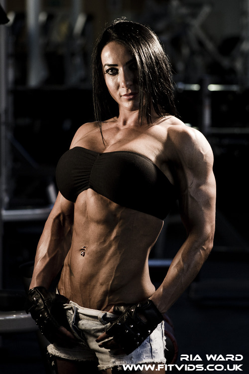 musclegirls:  Ria Ward's pumped torso