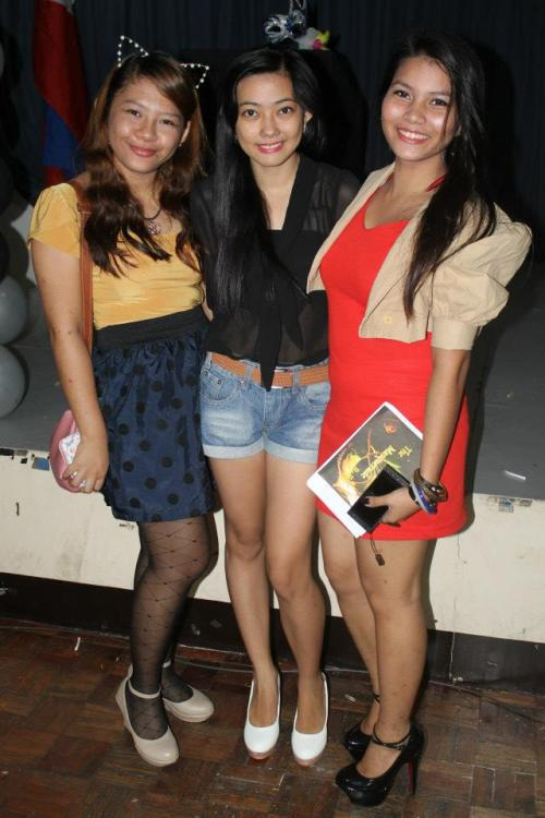 With my gorgeous girlfriends, Sam and Arra. :) I love this photo as well as them.