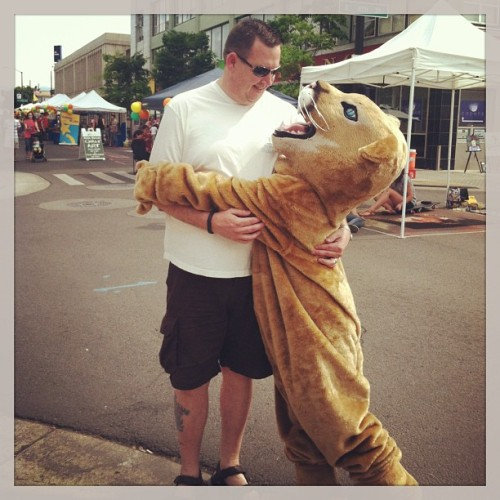 @vongunden gets a hug from the Ruch Cougar (Abby) #medford #artinbloom #southernoregon