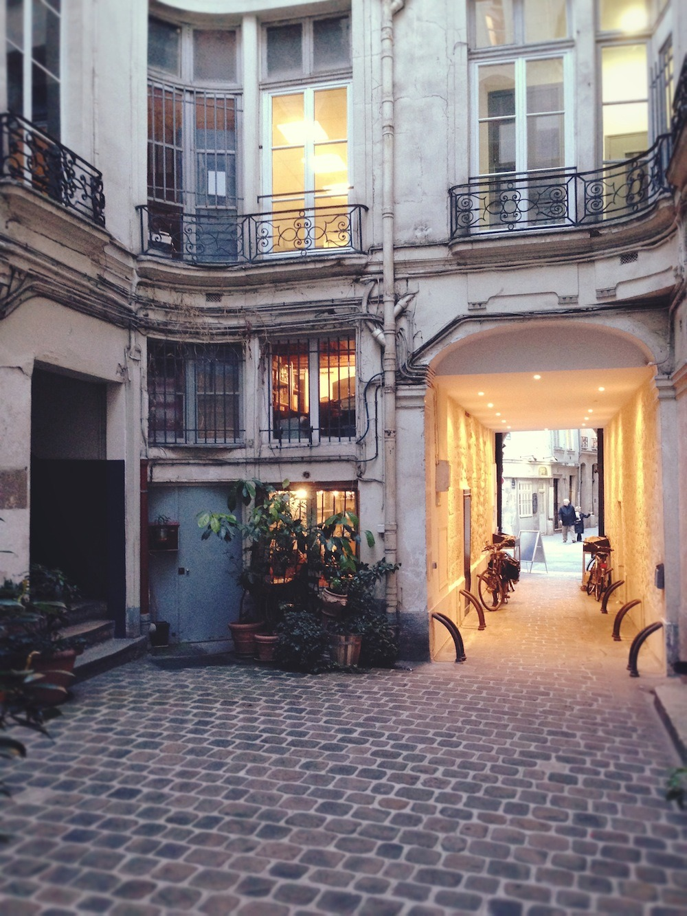 lemme-holla-at-you:  vacilandoelmundo:  Paris, France   Xoxo