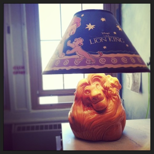 marsiak:  Mom still has my favorite lamp. Excuse me while I cry in the corner #thelionking #glowinthedarklampshade #disney #yes