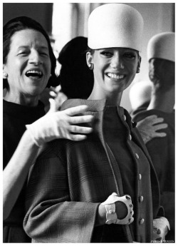 theswinginsixties:  Marisa Berenson and Diana Vreeland photographed by James Karales.