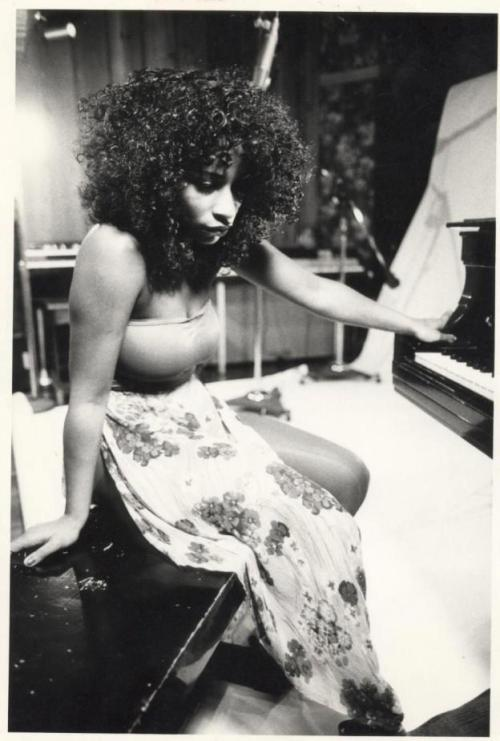 jollygoodhead:  cocoanspice:   CHAKA KHAN  Mmmmm Hhhhhhmmmm  saw her performing last november on david foster's asia tour.. she's truly a diva