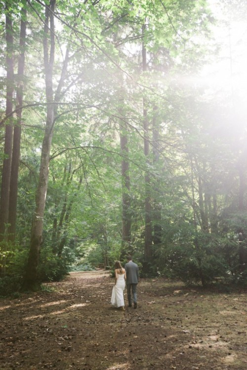 wildernessandweddings:  Sorry to the photographer, I can't find you! But this is beautiful! (and I'll keep looking)