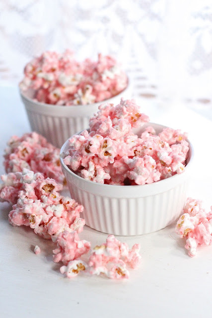 sweetspirationss:  White Chocolate Popcorn