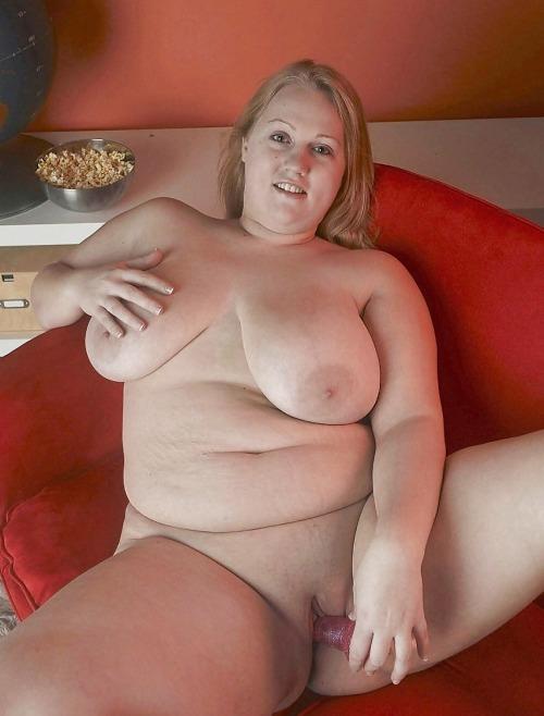 Chubby blonde dildoing herself