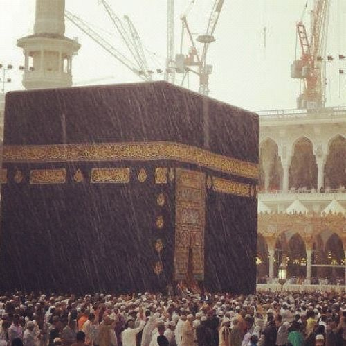 islamic-art-and-quotes:  Rain at Masjid al-Haram www.IslamicArtDB.com » Islamic Architecture » Saudi Arabia » Makkah (Mecca), Saudi Arabia » al-Masjid al-Haram in Makkah, Saudi Arabia » The Ka`ba      via Reblog for iPad