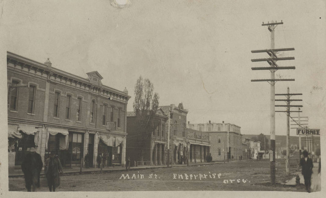 Postcard: Main Street, Enterprise, Oregon, 1910.