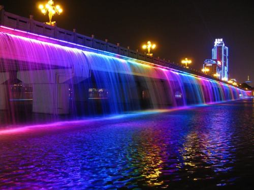 gaksdesigns:  Banpo Bridge Rainbow Fountain, downtown Seoul, South Korea.