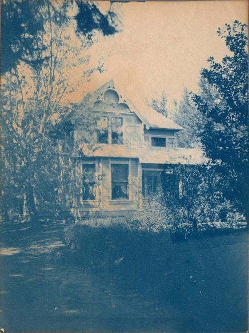 phil0569:  memoriastoica:  Victorian house, Rancho Cucamonga. Undated.  i wonder if this is the Victorian house off Ediwanda