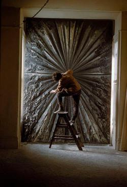 "Did you know that both Jasper Johns and Jay DeFeo were included in an exhibition at MoMA The Museum of Modern Art in 1959?LISTEN → our latest Artcast episode considers the exhibitions that have brought both artists' work together under the same roof. Image: Burt Glinn, Jay DeFeo working on ""The Rose,"" 1960; ©2012 Burt Glinn/Magnum Photos"